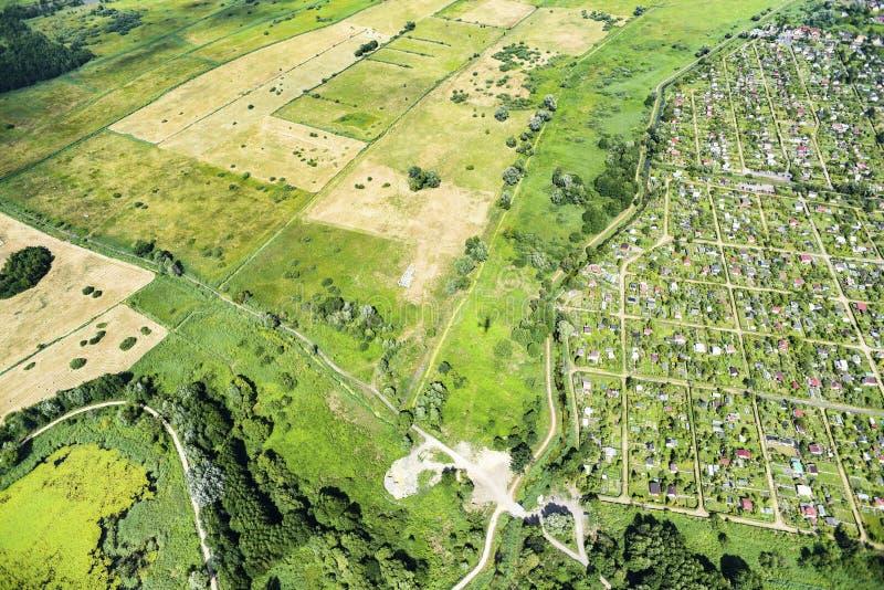 Panorama av grönområdesikten från över Ängar betar, lantgården arkivfoto