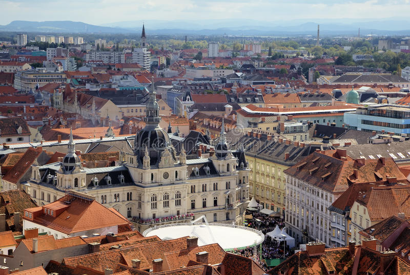 Panorama av Grazen med stadshuset royaltyfria foton
