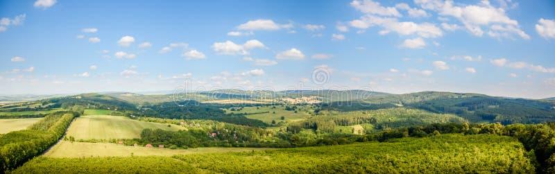 Panorama av härlig Moravian bygd royaltyfria foton