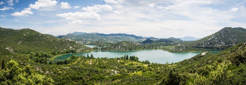 Panorama av härliga Bacina sjöar i Dalmatia, Kroatien - semestra destinationen arkivbilder