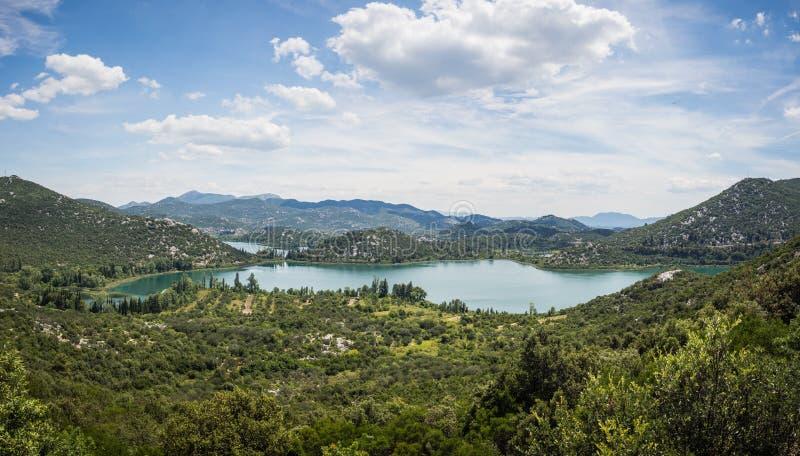 Panorama av härliga Bacina sjöar i Dalmatia, Kroatien - semestra destinationen arkivfoto