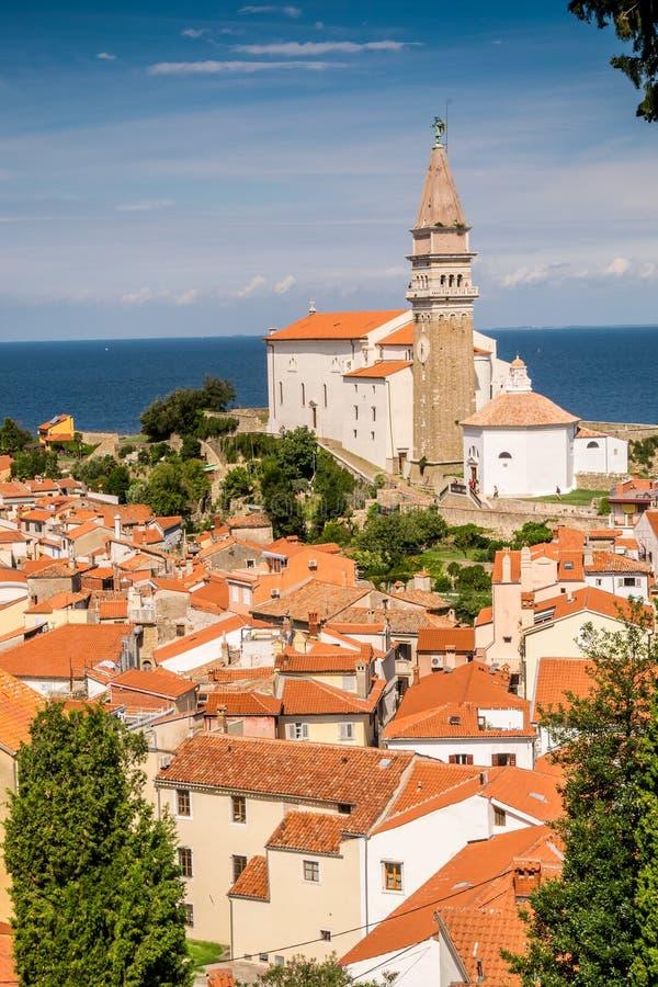 Panorama av härliga Piran, Slovenien arkivfoton