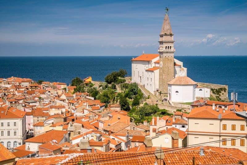 Panorama av härliga Piran, Slovenien arkivfoto