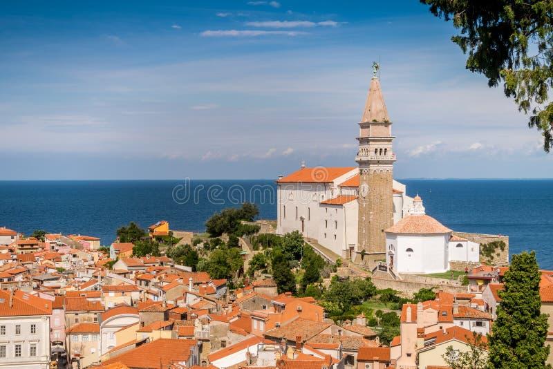 Panorama av härliga Piran, Slovenien arkivbilder