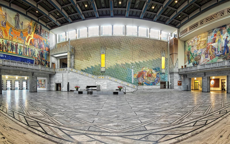 Panorama av huvudsakliga Hall i det Oslo stadshuset, Norge arkivfoto