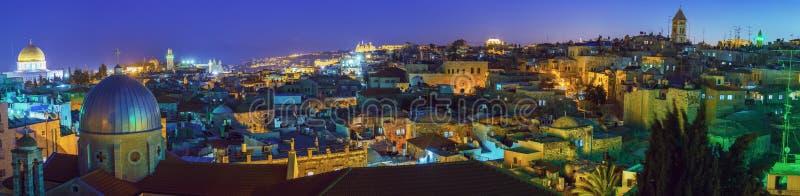 Panorama - gammal stad på natten, Jerusalem arkivbilder