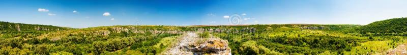 Panorama av kanjonen av Rusenski Lom, Bulgarien arkivfoto