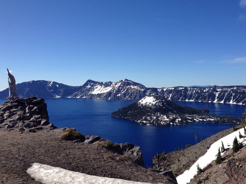 Panorama av krater sjönationalparken i Oregon, USA fotografering för bildbyråer