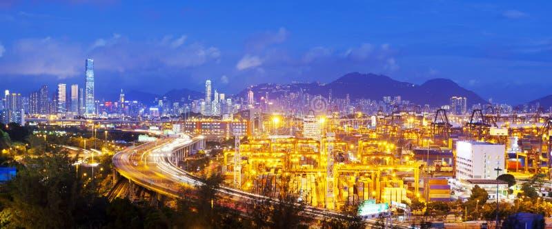 Panorama av lastterminalen och Hong Kong cityscape fotografering för bildbyråer