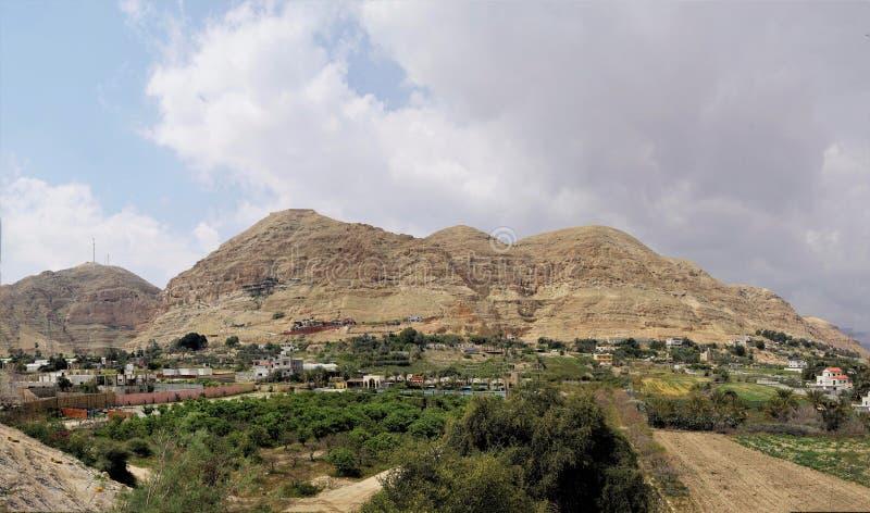 Panorama av monteringen av frestelsen, Israel royaltyfri fotografi
