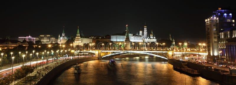 Panorama av nattKreml moscow russia royaltyfri foto