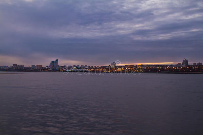 Panorama av nattstaden fotografering för bildbyråer