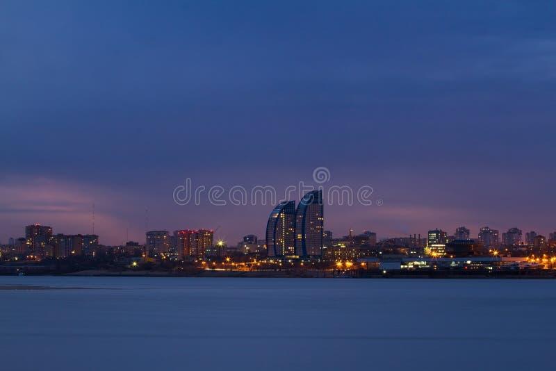 Panorama av nattstaden arkivfoto