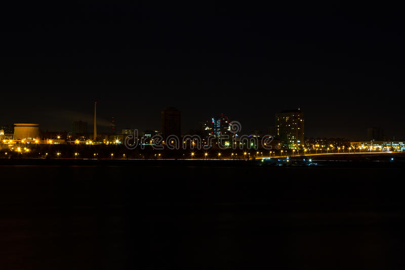 Panorama av nattstaden arkivbild