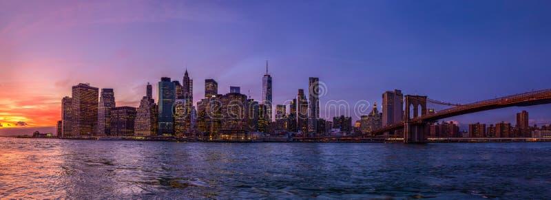 Panorama av New York City från Brooklyn fotografering för bildbyråer