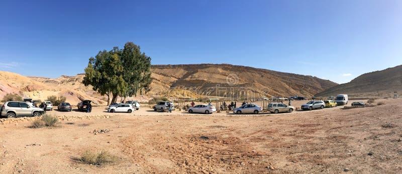 Panorama av oasen i erosionkrater Makhtesh Gadol i Israel fotografering för bildbyråer