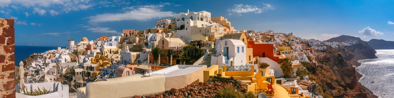 Panorama av Oia eller Ia, Santorini, Grekland royaltyfria bilder