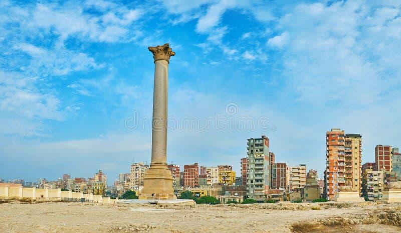 Panorama av pelaren för Pompey ` s av Amoud Al Sawari, Alexandria, Egyp royaltyfri foto