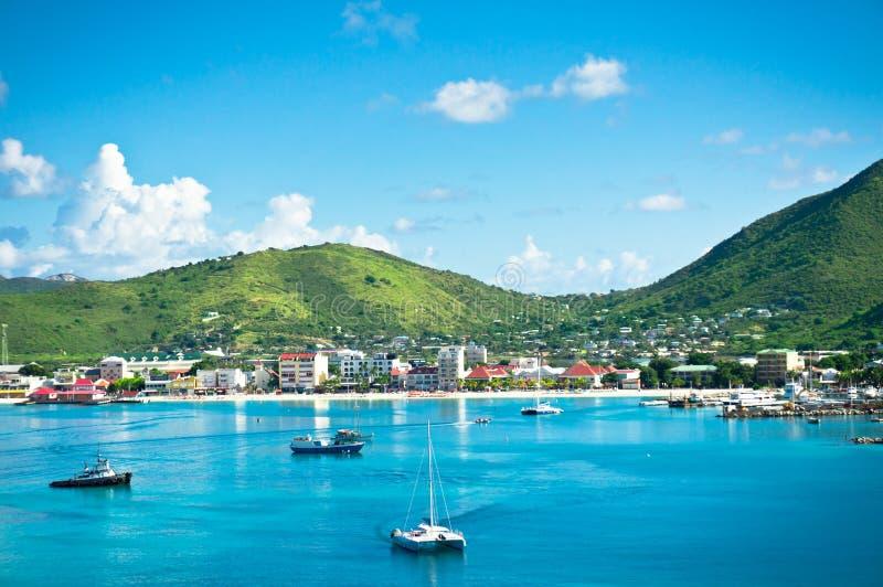 Panorama av Philipsburg, St Martin, karibiska öar arkivbilder