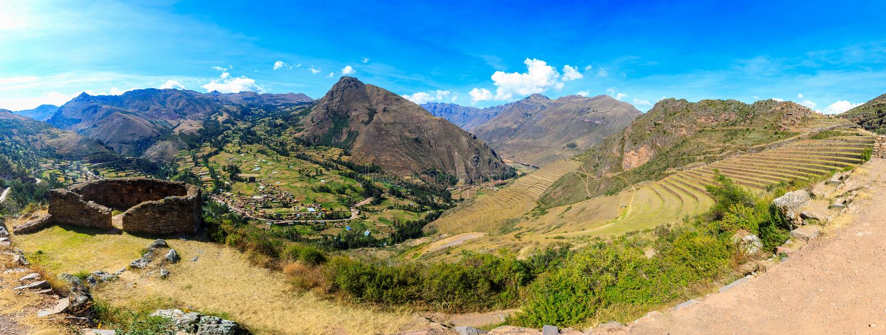 Panorama av Pisaq Inca Site i den sakrala dalen i Peru nära Cusco arkivbilder