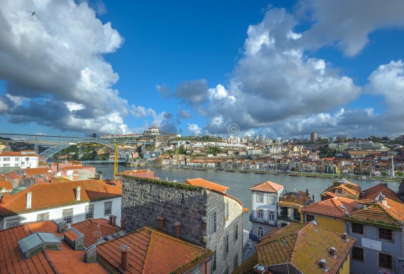 Panorama av Porto och Vila Nova de Gaia, Portugal royaltyfria foton