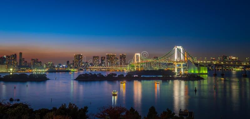 Panorama av regnbågebron och Tokyo skäller, Japan royaltyfria bilder