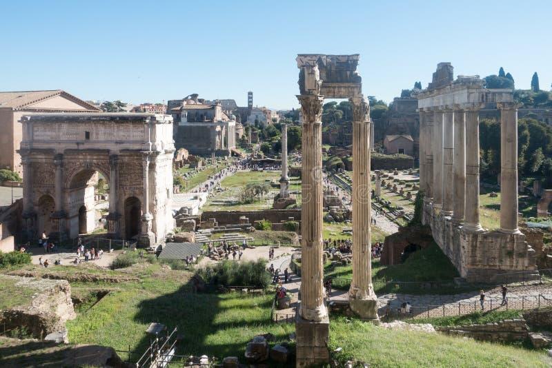 Panorama av Roman Forum royaltyfri fotografi