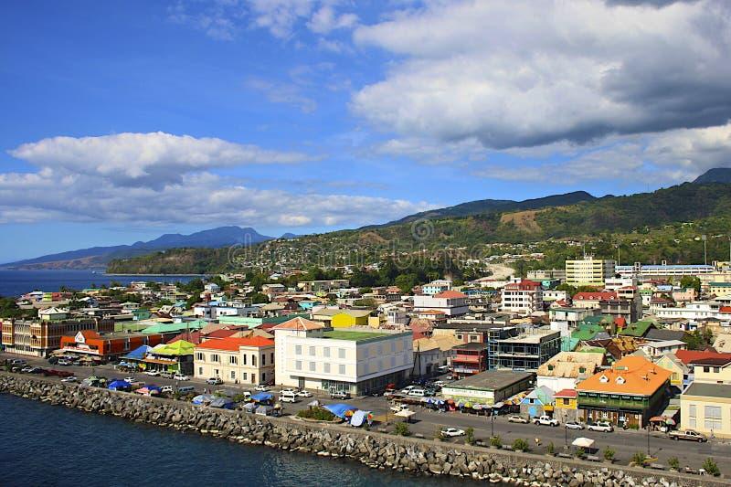 Panorama av Roseau, Dominica som är karibisk fotografering för bildbyråer
