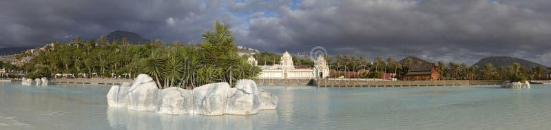Panorama av simbassängen i Siam Park arkivbilder