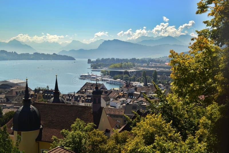 Panorama av sjön Lucerne från klockatornet arkivfoton
