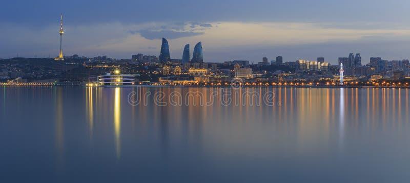 Panorama av sjösidaboulevarden i Baku Azerbaijan royaltyfri foto