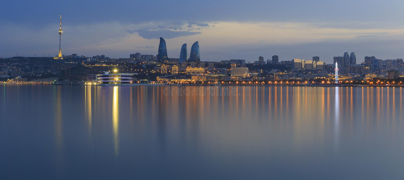 Panorama av sjösidaboulevarden i Baku Azerbaijan arkivfoto