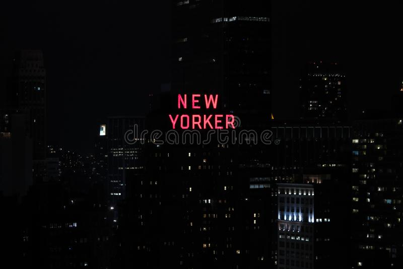 Panorama av skyskrapor av New York City, Manhattan Sikt av nattmidtownen av Manhattan royaltyfri foto
