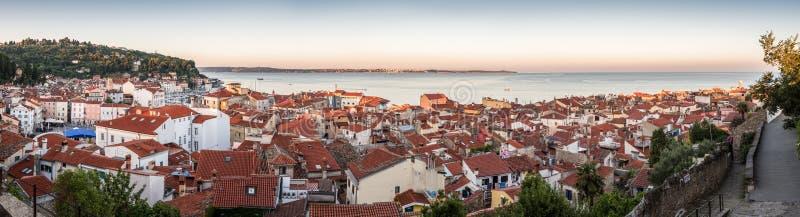 Panorama av staden Piran, Slovenien fotografering för bildbyråer