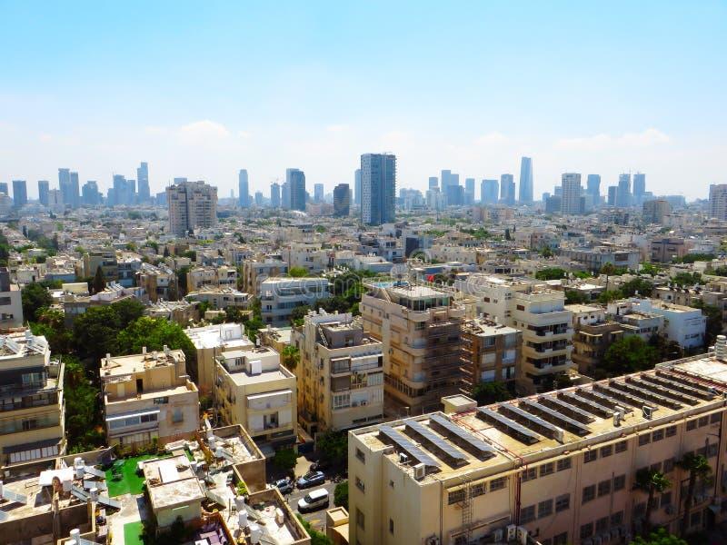 Panorama av staden av Tel Aviv med nya och gamla områden av staden Sommar av 2018 arkivfoto