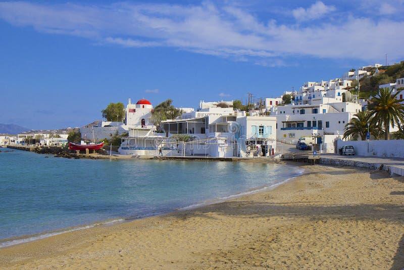 Panorama av stranden i den Mykonos staden, Grekland royaltyfria foton
