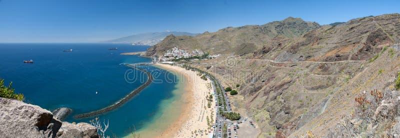Panorama av stranden Las Teresitas, Tenerife, kanariefågelöar, Spanien royaltyfri bild