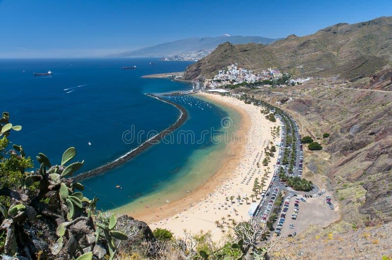 Panorama av stranden Las Teresitas, Tenerife, kanariefågelöar, Spanien arkivfoton