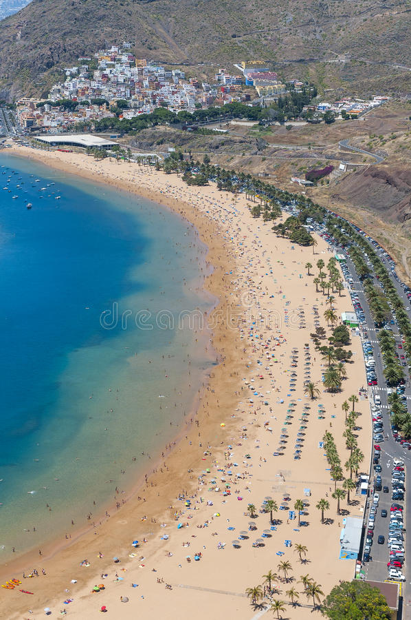 Panorama av stranden Las Teresitas, Tenerife, kanariefågelöar, Spanien royaltyfri fotografi