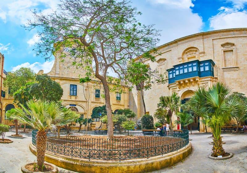 Panorama av trädgården i domstolen för slott för Grandmaster` s, Valletta, Malt arkivbilder