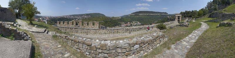 Panorama av Veliko Tyrnovo lökformig royaltyfria foton