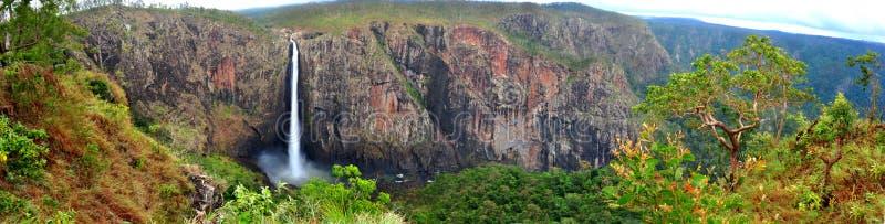 Panorama- av Wallaman nedgångar, Armidale, NSW, Australien arkivfoton
