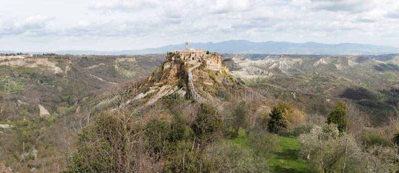 Panorama avec Civita di Bagnoregio photo stock