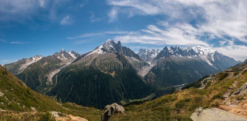 Panorama avec la vue sur Aiguille Vert en Mont Blanc Massif photos stock