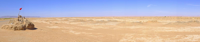 Panorama avec puits d'eau en Sahara Desert, Maroc photos stock