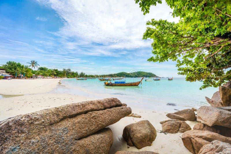 Panorama azjatyckiej plaży rajskiej w Tajlandii fotografia royalty free