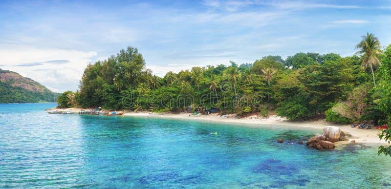Panorama azjatyckiej plaży rajskiej w Tajlandii obraz stock