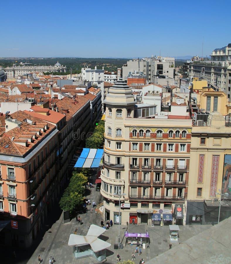 Panorama- bästa sikt av den Gran Via gatan i Madrid royaltyfri foto