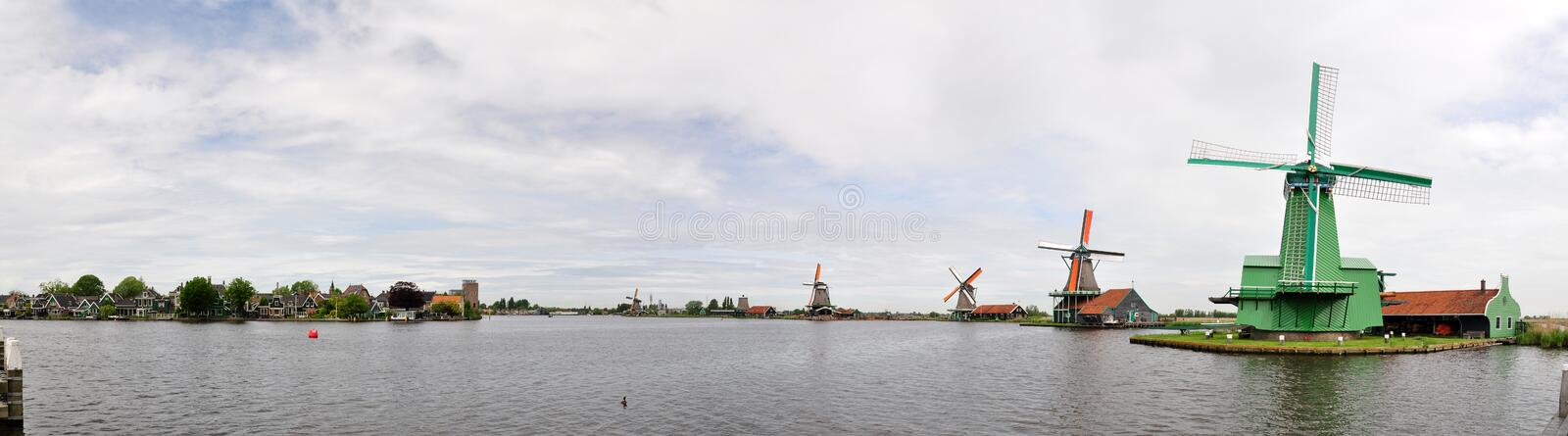 Dutch windmills and traditional houses on the Zaans river in Zaanse Schans, Netherlands stock photography