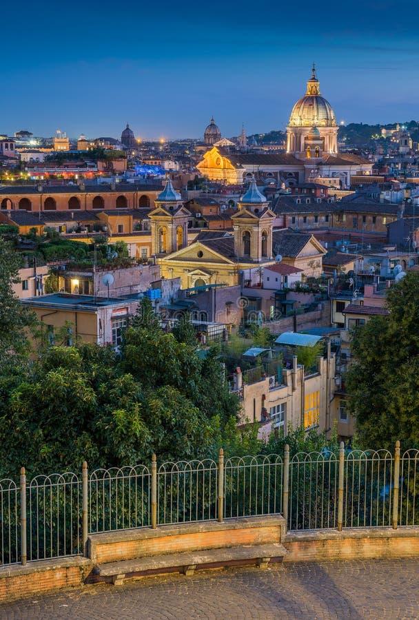 Panorama bei Sonnenuntergang von der Pincio-Terrasse in Rom, Italien lizenzfreie stockfotografie